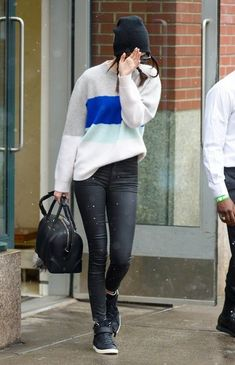 Kendall Jenner Photos - Kendall Jenner Keeps Her Head Down in NYC - Zimbio