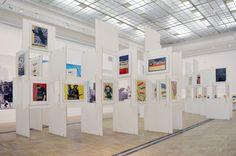 Plakaty Tomaszewskiego plasują się gdzieś pomiędzy ulicą aautonomicznym dziełem sztuki.Dzisiejsi projektanci patrzą na nie zzazdrością