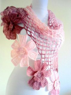 DIY Crochet Flower with Crochet Fork and Hook Diy Crochet Scarf, Diy Crochet Flowers, Crochet Poncho, Love Crochet, Crochet Gifts, Crochet Scarves, Crochet Clothes, Crochet Lace, Shawl Patterns
