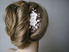 If we can't swing the headband, this works too :) ETSY - Bridal hair comb. Bridal hair accessories. Wedding hair accessories. White flower/ Pearl hair com. Bridal headpiece. Pear hair accessories.