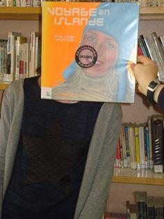 Bookface avec un livre documentaire sur l'Irlande