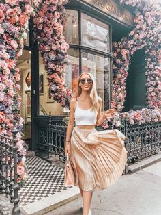 Gold pleated skirt outfit, chic vibes. This gold pleated skirt outfit is perfect to wear to the office as well as a part of summer outfits. | Gold pleated skirt outfit casual Pleated Skirt Outfit Casual, Gold Pleated Skirt, Skirt Outfits, Cool Outfits, Summer Outfits, Fashion Outfits, Pleated Skirts, Fashion Clothes, Summer Ootd