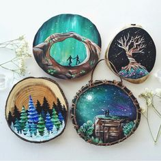 Galaxy paint on pieces of wood - ur bi - Galaxy paint on pieces of wood Galaxy paint on pieces of wood - Wood Slice Crafts, Wood Burning Crafts, Wood Burning Patterns, Wood Burning Art, Rock Painting Designs, Galaxy Painting, Painted Ornaments, Wooden Art, Wood Slices