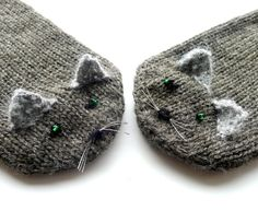 These kitten mittens would be darling for a little one- no pattern, but they look super easy