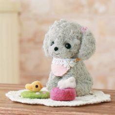 He encontrado este interesante anuncio de Etsy en https://www.etsy.com/es/listing/81385662/diy-handmade-felt-wool-cute-poodle