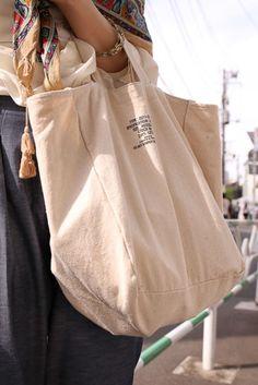 Street Style - Omotesando, Tokyo - 麻菜さん - FASHIONSNAP.COM #designertotebags