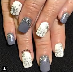 Snow flake new year white and purple nails