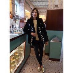 Alexa Chung rocks faux fur | DRESSR