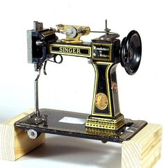 HISTORY OF SINGER SEWING MACHINES - Sewing machines and accessories