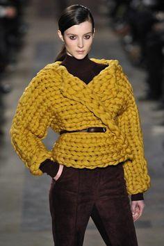 TOP IDEAS: the most beautiful knitted sweaters and sweat . TOP IDEAS: the most beautiful knitted sweaters and sweaters - photos, fashionable novelties, stylish looks Knitwear Fashion, Knit Fashion, Crochet Woman, Knit Crochet, Lace Patterns, Knitting Patterns, Big Knits, Crop Top Shirts, Baby Knitting
