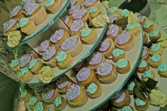 cupcake tower DIY for wedding