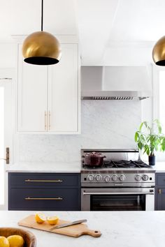 Minimalist color blocking in the kitchen.