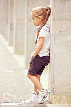 New princess wears running shoes Outfits Niños, Tomboy Outfits, Kids Outfits, Fashion Outfits, Tomboy Kids, Little Girl Photography, Body Hugging Dress, Kid Poses, Baby Models