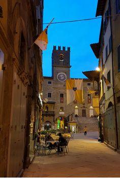 Piazza della Repubblica, Cortona. Make sure you visit and explore this beautiful town.