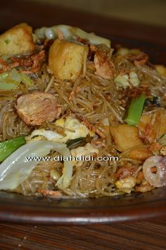 Mie Lethek Goreng Istimewa..^^ Prawn Noodle Recipes, Vegan Dinner Party, Dinner Parties, Pork Recipes, Cooking Recipes, Diah Didi Kitchen, Mie Goreng, Indonesian Cuisine, Indonesian Recipes
