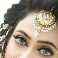 Mehndi bride eye makeup Source by farihaaiman Lovely Eyes, Beautiful Girl Image, Pretty Eyes, Bride Eye Makeup, Bridal Makeup Looks, Glowy Makeup, Makeup Eyes, Wedding Makeup, Stylish Girls Photos