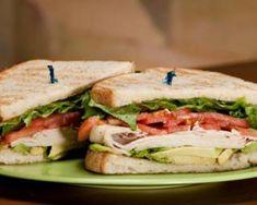 Sandwich de dinde, avocat et salade : http://www.fourchette-et-bikini.fr/recettes/recettes-minceur/sandwich-de-dinde-avocat-et-salade.html