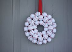 Fabulous DIY Summer Wreaths What boy wouldn't love this wreath? Big or little?) This site has a variety of wreaths.What boy wouldn't love this wreath? Big or little?) This site has a variety of wreaths. Baseball Wreaths, Baseball Crafts, Baseball Party, Baseball Season, Baseball Mom, Baseball Stuff, Softball Wreath, Sports Wreaths, Baseball Decorations