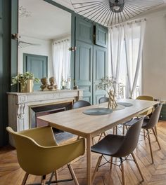 Appartement Lyon 3 : avant après 85 haussmannien - Home ideas and Elegant Home Decor, Traditional Dining Room Table, Interior, Townhouse Interior, Elegant Homes, Bright Living Room, Home Decor, House Interior, Dining Room Table