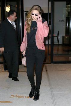Gigi Hadid discovered by 𝓣𝓪𝓽. Gigi 2, Gigi Hadid Style, Model Street Style, Celebs, Celebrities, Kendall, Bomber Jacket, My Style, Womens Fashion