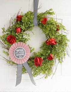 Learn how to easily DIY your own Kentucky Derby Wreath a cute Kentucky derby decoration. Kentucky Derby Craft Ideas and Party Decorations Horse Party Favors, Kentucky Derby Fascinator, Run For The Roses, Polka Dot Chair, Derby Party, Paper Roses, Diy Wreath, Wreath Ideas, Party Ideas