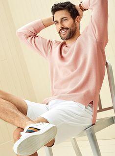 We show you how to integrate pink into your wardrobe this season. Men's Fashion, Mens Fashion Shoes, Beautiful Men Faces, Gorgeous Men, Noah Mills, Formal Shirts For Men, Scruffy Men, Look Man, Pose