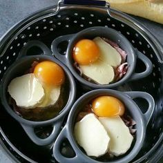Les oeufs cocottes au cookeo c'est toujours un régal et surtout il y a tellement de variante qu'on ne s'en lasse jamais. Batch Cooking, Cooking Recipes, Crock Pot Desserts, Brunch Recipes, Gluten Free Recipes, Food Inspiration, Nutella, Entrees, Food And Drink