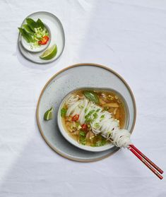 Jak zrobić zupę pho? Wietnamska zupa pho - przepis Pho, Thai Red Curry, Chinese, Ethnic Recipes, Recipe, Chinese Language