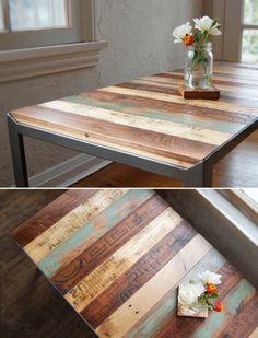 table basse en bois avec fleurs, intérieur classique                                                                                                                                                                                 Plus