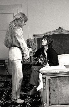 Mick Jagger serenading girlfriend Marianne Faithfull