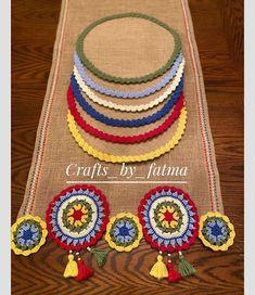 Crochet Table Mat, Crochet Table Runner Pattern, Jute Crafts, Pom Pom Crafts, Crochet Doilies, Crochet Flowers, Crochet Home, Knit Crochet, Crochet Designs