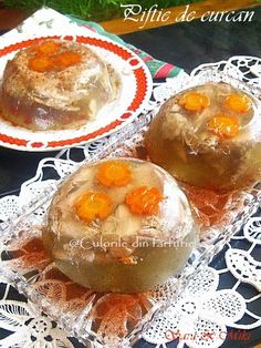 Piftia sau raciturile sunt un aperitiv servit mai ales pe masa de Craciun sau de Revelion. Cea mai cunoscuta si traditionala este Piftia de porc, dar si Piftia de curcan (sau pui) este la fe… Foodies, Appetizers, Chicken, Cooking, Breakfast, Party, Desserts, Romania, Homemade Food