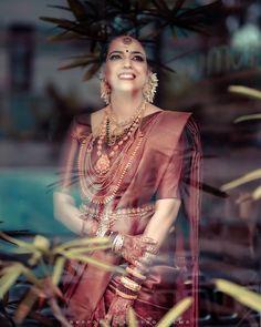 Kerala Hindu Bride, South Indian Bride Saree, Kerala Wedding Saree, Indian Bridal Sarees, Indian Bridal Fashion, Indian Bridal Makeup, Indian Bridal Wear, Saree Wedding, Tamil Wedding