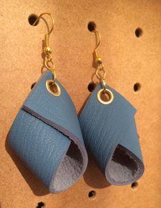 Boucles cuir bleu