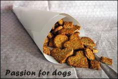 The Dog Diary: Godbit oppskrift: Hundekjeks Dog Treats, Dog Food Recipes, Almond, Pets, Pet Dogs, Doggie Treats, Dog Recipes, Almond Joy, Almonds