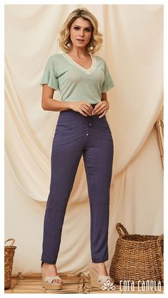LOOKBOOK 4 – Cora Canela Teacher Outfits, Bell Bottom Jeans, Ideias Fashion, Capri Pants, Elegant, Site Wordpress, T Shirt, Clothes, Book