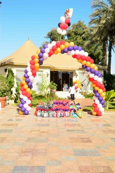 Balloon Arch Gift display by @Fantasyparty
