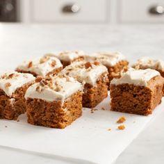 Ein Karottenkuchen der besonderen Art - diese Variante ist nämlich vegan. Wie das cremige Frosting für die saftige Karottentorte gelingt? Im Rezept von dem Food-Blog Love & Lemons mit...