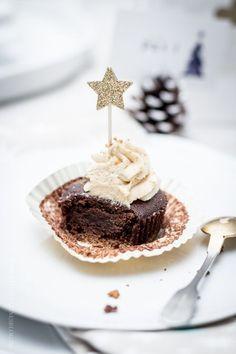 KLITZEKLEIN | Schokoladige Spekulatiuscupcakes mit Knusperboden, das wunderschönste Lebkuchentörtchen und ein winterlicher Sweet Table – Ho, ho! | http://www.klitzekleinesblog.de