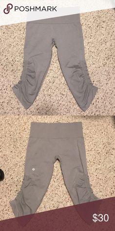 Lululemon seamlessly cropped pants NWOT under the knee leggings can fit sz 4 too lululemon athletica Pants Leggings