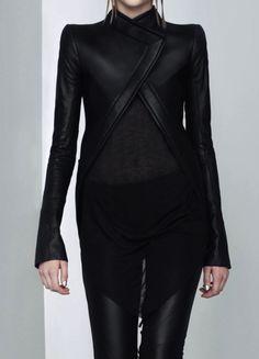 long sleeved triangle hem black coat.