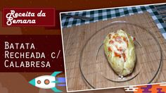 Ingredientes: 4 batata  1 colher de sopa de azeite azeite  1 cebola roxa pequena picada  2 dente de alho esmagado  60g de calabresa picada  400g de tomate  ½ folhas pequenas pacote de manjericão, picado  100g mussarela ralado