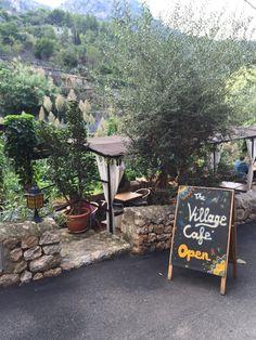 Village Café in Deíja Kopffreipusten im Tramuntana-Gebirge: einmal von Valldemossa nach Deìa!