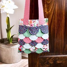 Tote(ally) in tiers. . . Make this Sweet Scallops Tote with the new @officialcricut Maker Machine and our On Trend Fabric! Visit @officialcricut's Design Space for the project. . . Fabric: On Trend by Jen Allyson for @mymindseyeinc . . : @officialcricut
