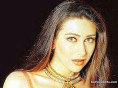 Karisma Kapoor, Gold Necklace, Jewelry, Fashion, Moda, Gold Pendant Necklace, Jewlery, Jewerly, Fashion Styles
