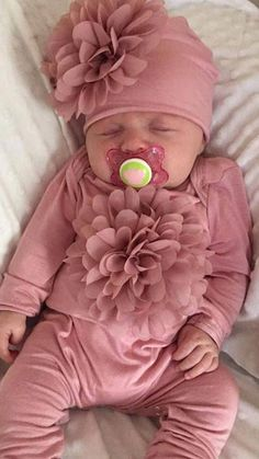 Baby Girl Rose Romper Mauve Infant Layette Cotton Baby Romper with Large Chiffon On The Chest and Matching Hat – Baby Clothes So Cute Baby, Baby Kind, Cute Babies, Pretty Baby, Newborn Baby Dolls, Newborn Girl Outfits, Newborn Hospital Outfits, Baby Layette, Hospital Bag