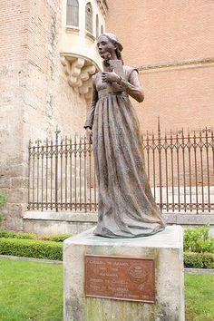 Estatua de Catalina de Aragón (Alcalá de Henares, Madrid)
