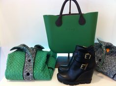 Divertente borsa OBag verde.Stivaletto alla caviglia cutout con fibbie e zeppa . #doricocalzature #bag