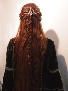 Red braided hair with hairpiece of celtic design Medieval Hairstyles, Braided Hairstyles, Wedding Hairstyles, Cool Hairstyles, Latest Hairstyles, Light Skin, Hair Dos, Fantasy Hair, Your Hair