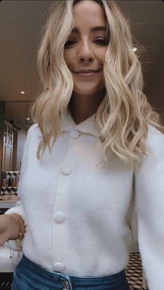 Zoe Sugg, Zoella, Role Models, My Best Friend, Bangs, Love Her, Celebs, Pure Products, Long Hair Styles